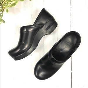 DANSKO   Professional Stapled Clog Black Leather